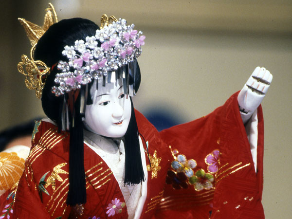 Bunraku The Most Exquisite Form Of Puppet Theatre Parisienne In Tokyo